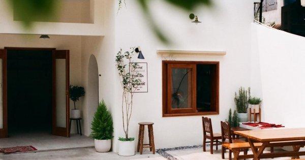 Vợ chồng trẻ chi 250 triệu sửa nhà cũ bỏ không 10 năm thành quán cafe xinh xắn